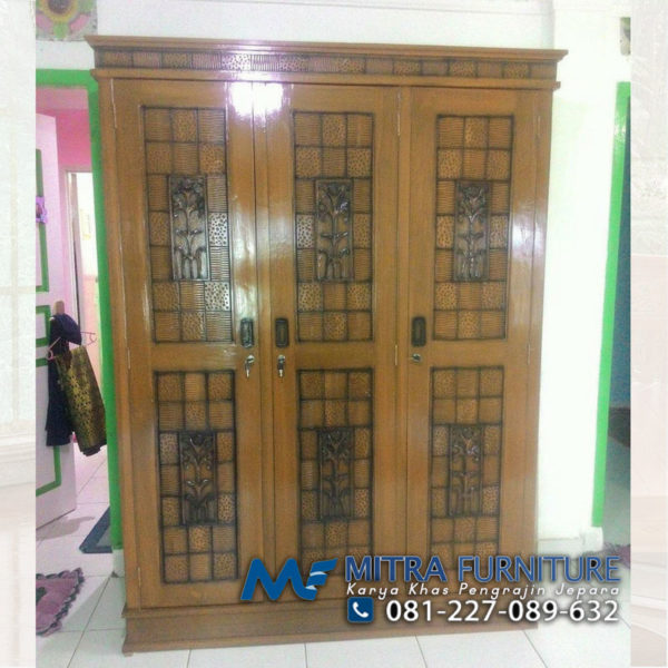 Harga Lemari Pakaian Minimalis Motif Batik 3 Pintu Ukiran Jepara